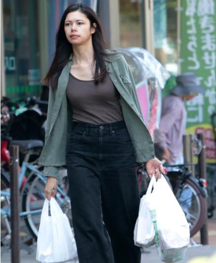 プリシラが買い物している写真